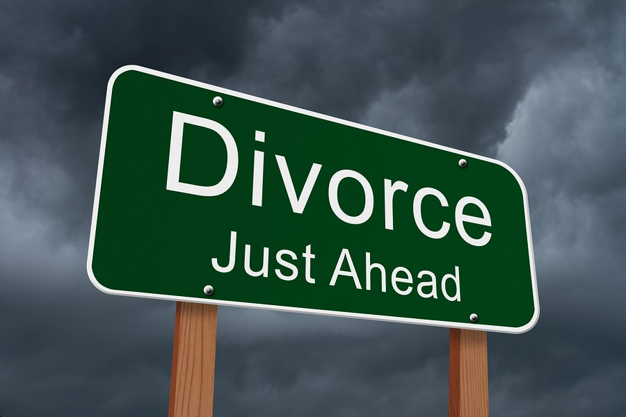 http://www.trentanniequalcosa.com/wp-content/uploads/2015/07/divorce-just-ahead.jpg